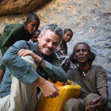 106: Scott Harrison | How to Quench the World's Thirst with Charity